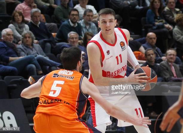 Matt Janning #11 of Baskonia Vitoria Gasteiz in action during the 2017/2018 Turkish Airlines EuroLeague Regular Season Round 25 game between Valencia...