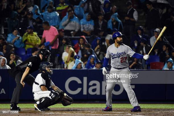 check out bf5c6 06a14 Matt Kemp of the Los Angeles Dodgers bats during the game against the...  News Photo - Getty Images