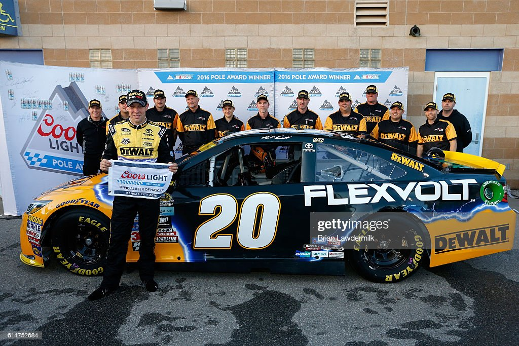 NASCAR Sprint Cup Series Hollywood Casino 400 - Qualifying : News Photo