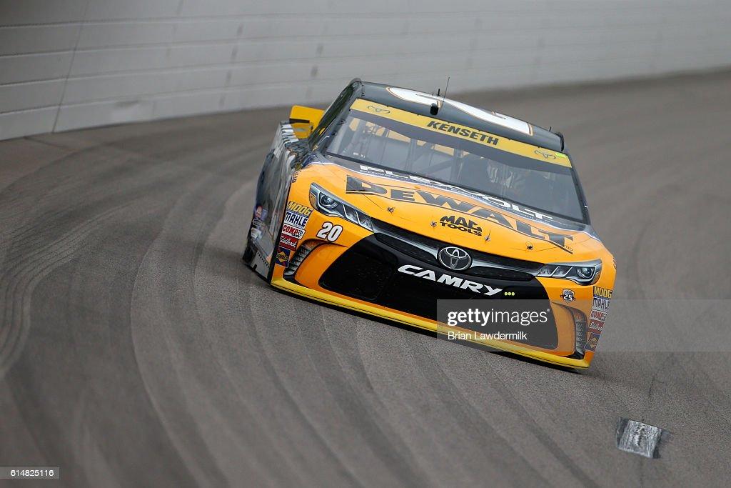 NASCAR Sprint Cup Series Hollywood Casino 400 - Practice : News Photo