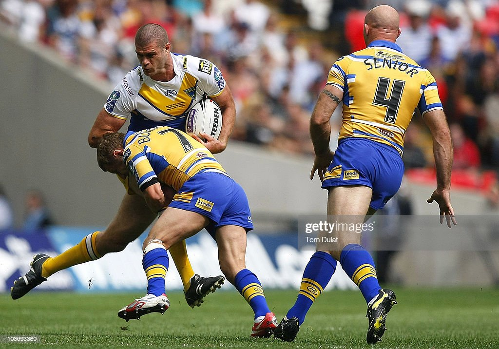 Matt King (L) of Warrington Wolves is tackled by Rob Burrow (C) of Leeds Rhinos as team mate Keith Senior (R) runs in to support during the Carnegie Challenge Cup Final match between Leeds Rhinos and Warrington Wolves at Wembley Stadium on August 28, 2010 in London, England.