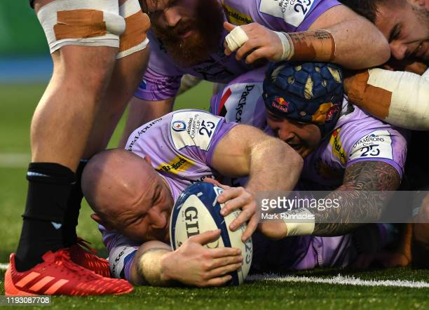 Matt Kvesic of Exeter Chiefs scores a try in the first half during the Heineken Champions Cup Round 5 match between Glasgow Warriors and Exeter...