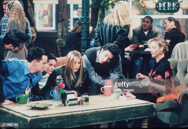 Matt Le Blanc Matthew Perry Courteney Cox Jennifer Aniston David Schwimmer And Lisa Kudrow Star In The Latest Season Of Friends