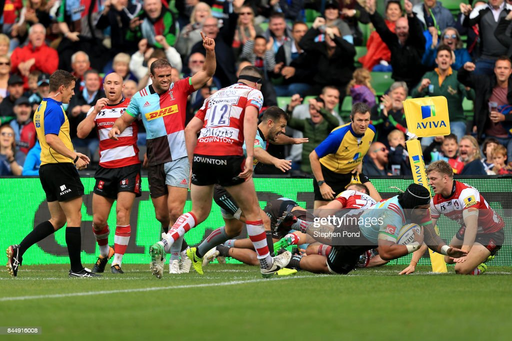 Matt Luamanu of Harlequins scores a try during the Aviva Premiership match between Harlequins and Gloucester Rugby at Twickenham Stoop on September 9, 2017 in London, England.
