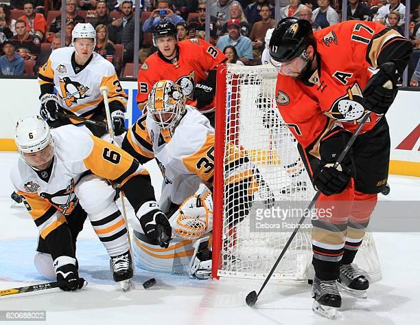 Matt Murray and Trevor Daley of the Pittsburgh Penguins defend against the shot from Ryan Kesler of the Anaheim Ducks on November 2 2016 at Honda...