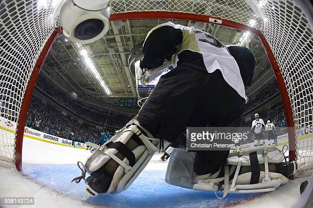 Matt Murray of the Pittsburgh Penguins gives up the game winning goal in overtime by Joonas Donskoi of the San Jose Sharks in Game Three of the 2016...