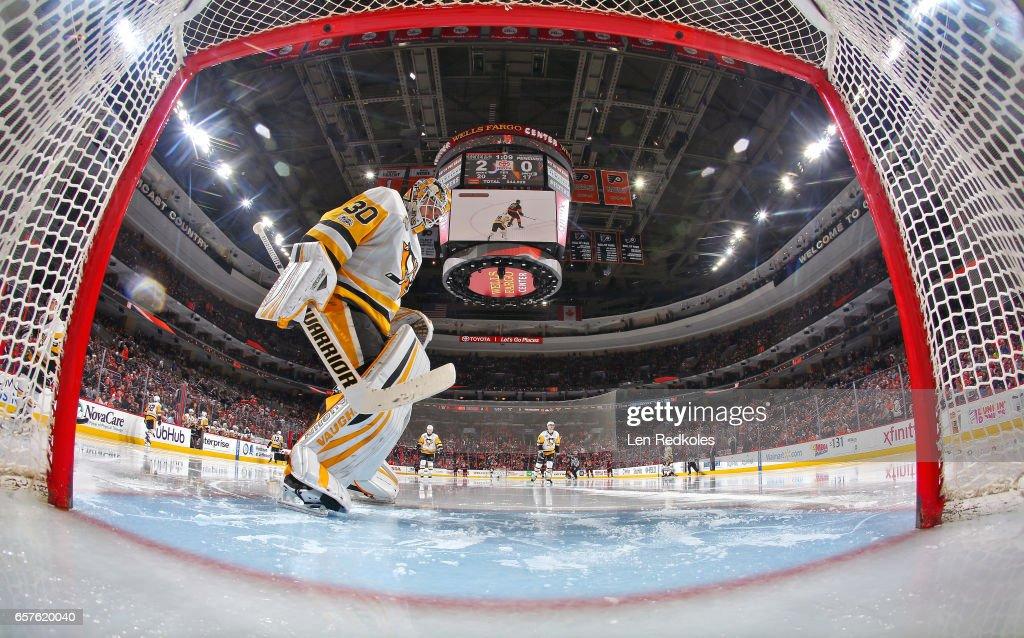 best service b5b88 cd111 Matt Murray of the Pittsburgh Penguins prepares for the ...