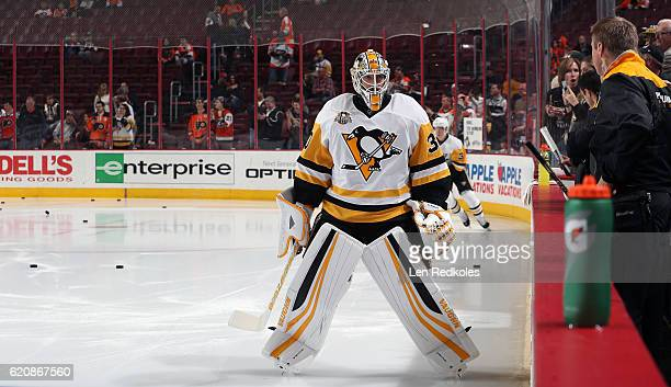 Matt Murray of the Pittsburgh Penguins warms up prior to his game against the Philadelphia Flyers October 29 2016 at the Wells Fargo Center in...