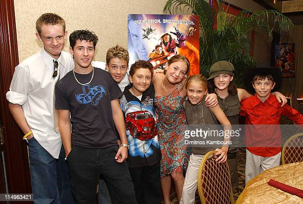 Matt O'Leary Robert Vito Bobby Edner Daryl Sabara Alexa Vega Emily Osment Courtney Jines and James Paxton