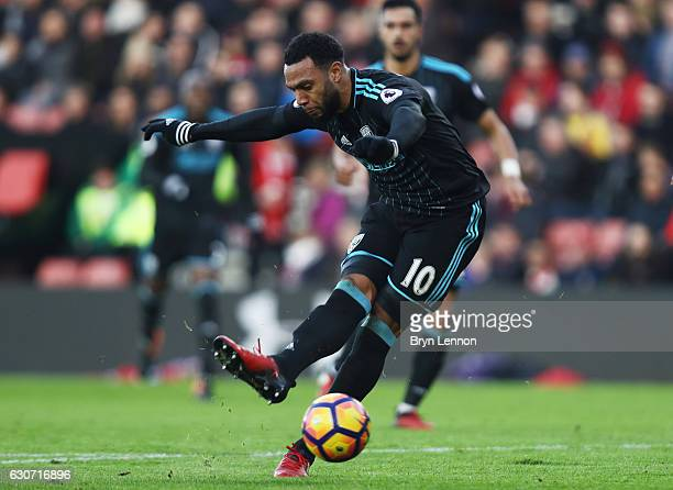 Matt Phillips of West Bromwich Albion scores his side's first goal during the Premier League match between Southampton and West Bromwich Albion at St...