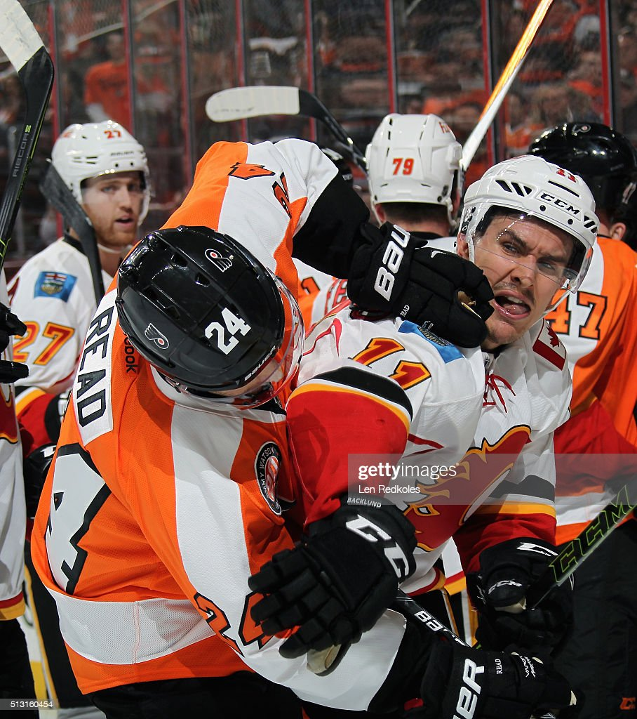 Matt Read #24 of the Philadelphia Flyers scrums with Mikael Backlund #11 of the Calgary Flames on February 29, 2016 at the Wells Fargo Center in Philadelphia, Pennsylvania.