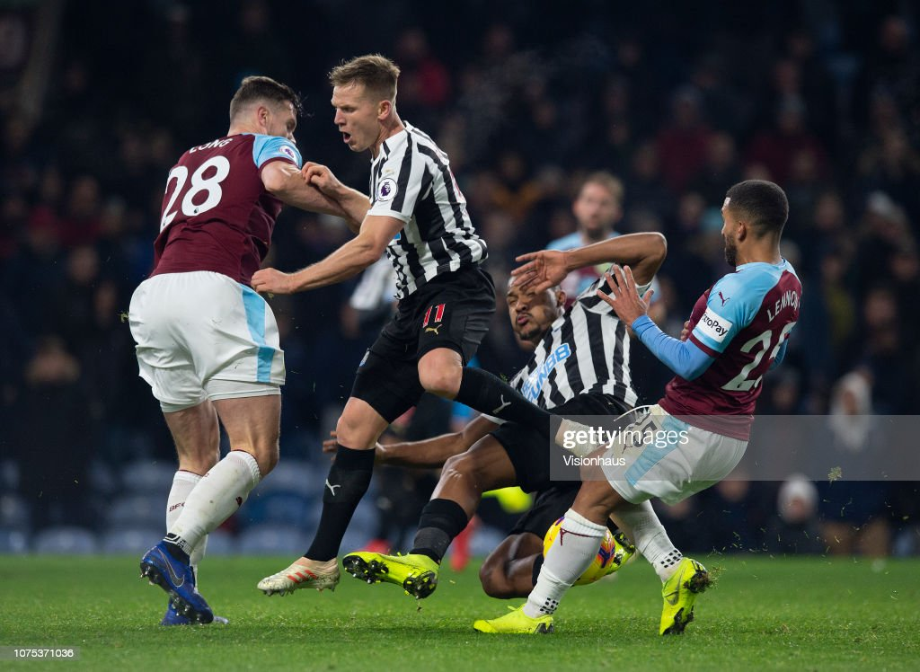 Burnley FC v Newcastle United - Premier League : Nachrichtenfoto