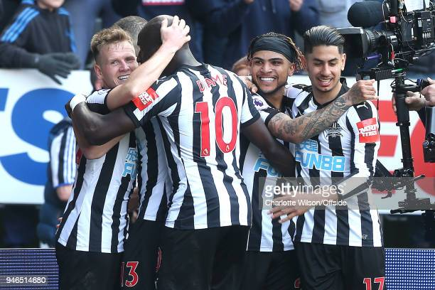 Matt Ritchie of Newcastle celebrates scoring their 2nd goal with Mohamed Diame of Newcastle, DeAndre Yedlin of Newcastle and Ayoze Perez of Newcastle...