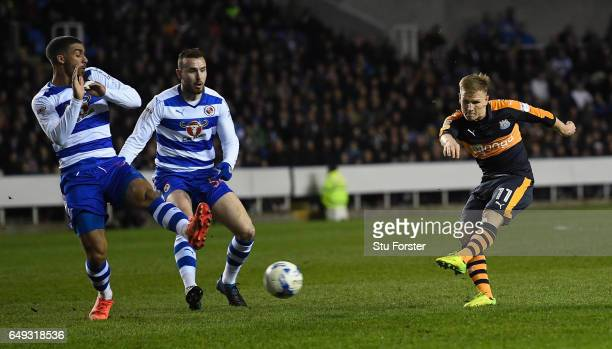 Matt Ritchie of Newcastle shoots at goal during the Sky Bet Championship match between Reading and Newcastle United at Madejski Stadium on March 7...