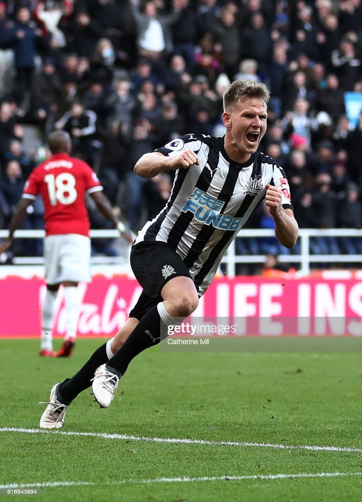 Matt Ritchie of Newcastle United celebrates after scoring his sides first goal during the Premier League match between Newcastle United and Manchester United at St. James Park on February 11, 2018 in Newcastle upon Tyne, England.