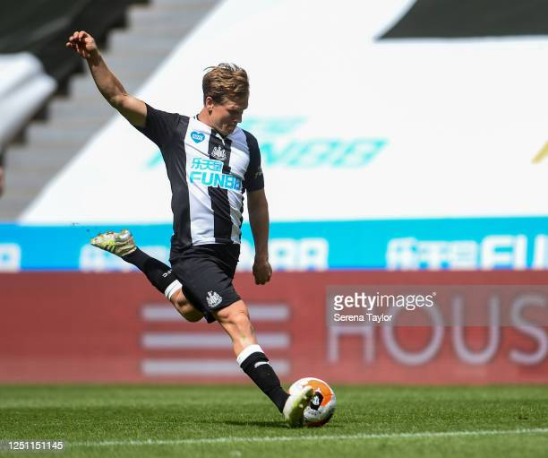 Matt Ritchie of Newcastle United FC scores the second goal during the Premier League match between Newcastle United and Sheffield United at St. James...