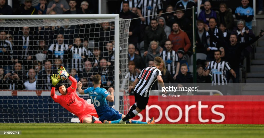 Matt Ritchie of Newcastle United scores his sides second goal past Petr Cech of Arsenal while being challenged by Rob Holding of Arsenal during the Premier League match between Newcastle United and Arsenal at St. James Park on April 15, 2018 in Newcastle upon Tyne, England.
