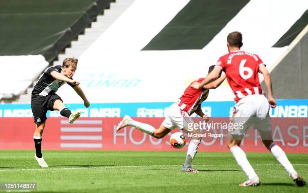 Matt Ritchie of Newcastle United scores his team's second goal during the Premier League match between Newcastle United and Sheffield United at St....