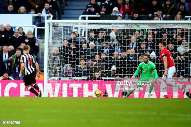 Matt Ritchie of Newcastle United scores the opening goal during the Premier League match between Newcastle United and Manchester United at St James...