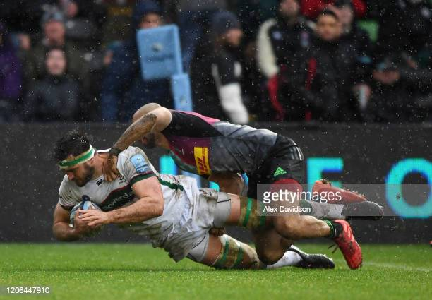 Matt Rogerson of London Irish beats Aaron Morris of Harlequin's to score his sides first try during the Gallagher Premiership Rugby match between...