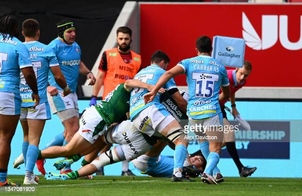 Matt Rogerson of London Irish drives over to score his sides 3rd try during the Gallagher Premiership Rugby match between London Irish and Gloucester...