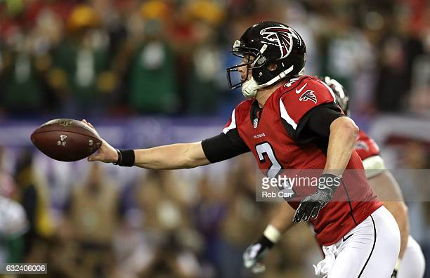 Matt Ryan of the Atlanta Falcons passes to Mohamed Sanu for a touchdown in the first quarter against the Green Bay Packers in the NFC Championship...