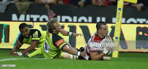 Matt Scott of Gloucester scores the first try during the Aviva Premiership match between Gloucester and Leicester Tigers at Kingsholm Stadium on...