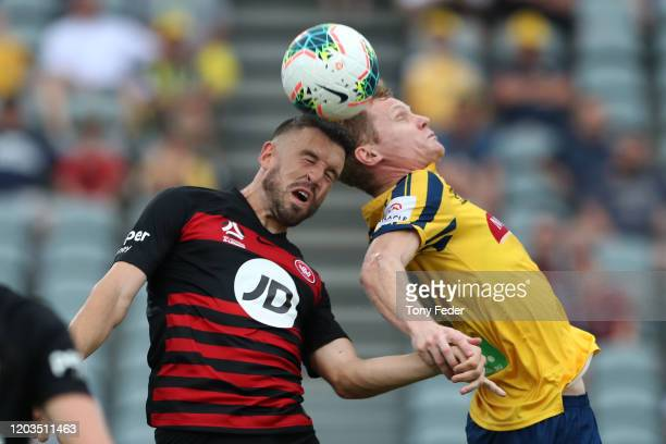 Matt Simon of the Central Coast Mariners contests the ball with Matthew Jurman of Western Sydney Wanderers during the round 17 ALeague match between...