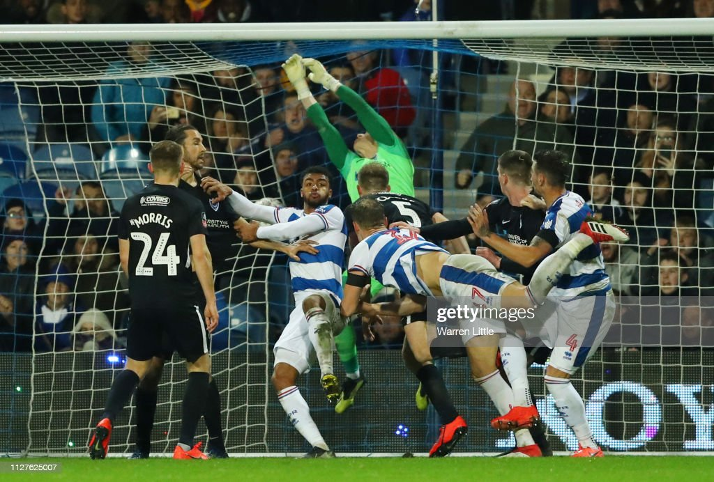 Queens Park Rangers v Portsmouth - FA Cup Fourth Round Replay : News Photo