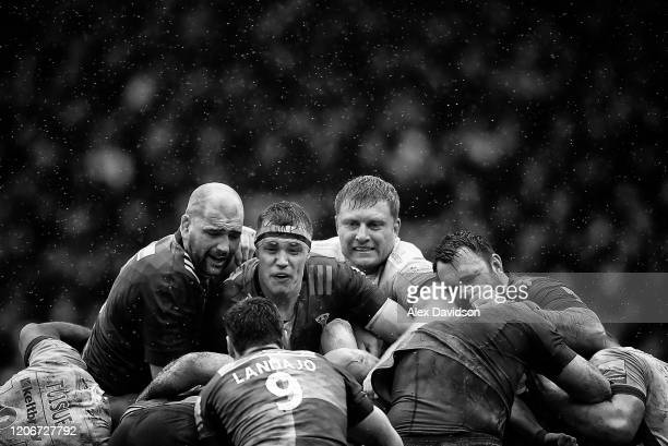 Matt Symons of Harlequin's and Franco van der Merwe of London Irish compete in a maul during the Gallagher Premiership Rugby match between Harlequins...