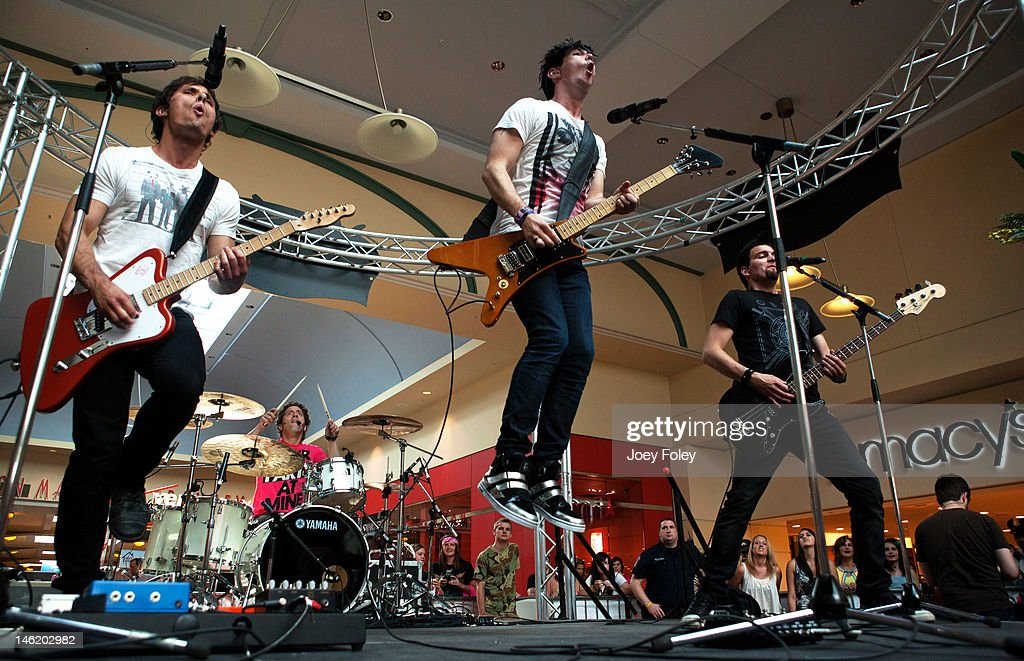 Charmant Matt Webb, Ian Casselman, Josh Ramsay, And Mike Ayley Of The Rock Band