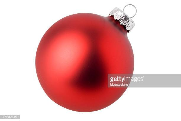 matte red ball christmas ornament in a white background - rood stockfoto's en -beelden