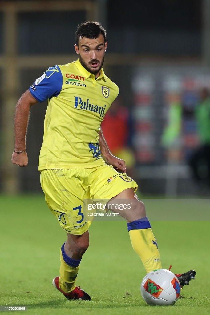 02/07/21 - Mignani vuole Cotali sulla fascia sinistra Matteo-cotali-of-ac-chievo-verona-in-action-during-the-serie-b-match-picture-id1179393968