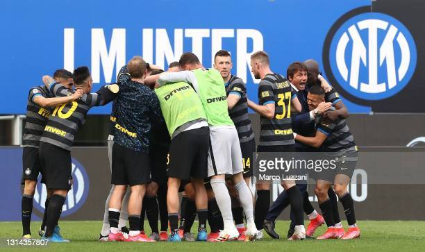 Matteo Darmian of FC Internazionale celebrates with team mates and Antonio Conte , Head Coach of FC Internazionale after scoring the opening goal...