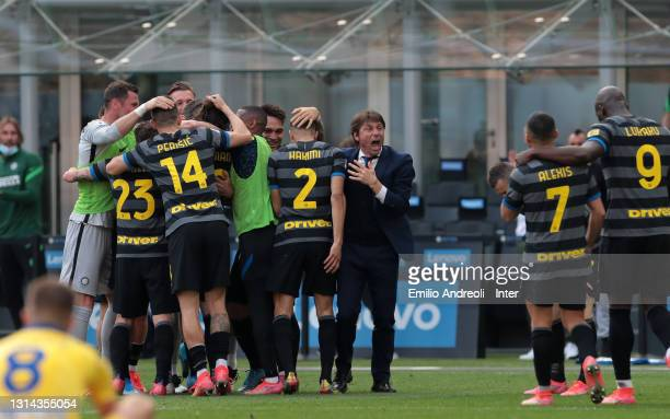 Matteo Darmian of FC Internazionale celebrates with teammates and head coach Antonio Conte after scoring their team's first goal during the Serie A...