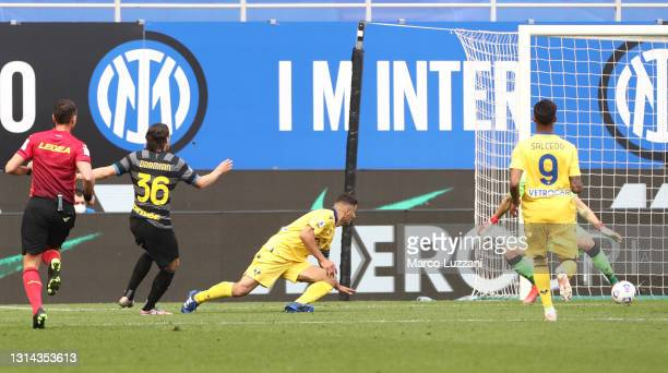 Matteo Darmian of FC Internazionale scores their side's first goal e>> during the Serie A match between FC Internazionale and Hellas Verona FC at...