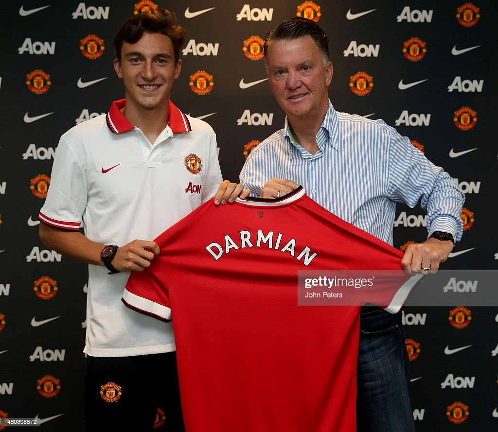 Manchester United Unveil New Signing Matteo Darmian : News Photo
