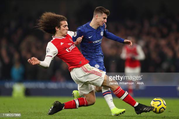 Matteo Guendouzi of Arsenal and Mason Mount of Chelsea during the Premier League match between Chelsea FC and Arsenal FC at Stamford Bridge on...