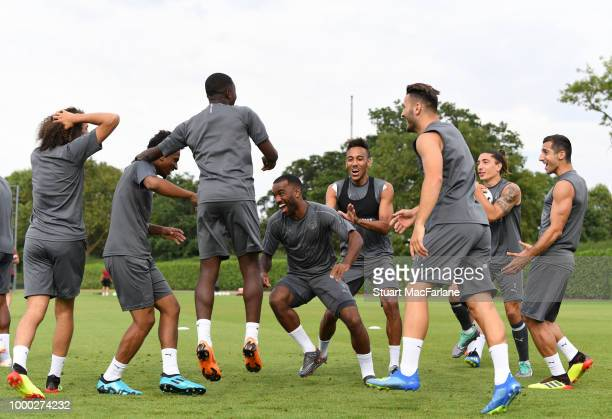 Matteo Guendouzi Reiss Nelson Ainsley MaitlandNiles PierreEmerick Aubameyang Sead Kolasinac Hector Bellerin and Henrikh Mkhitaryan of Arsenal during...