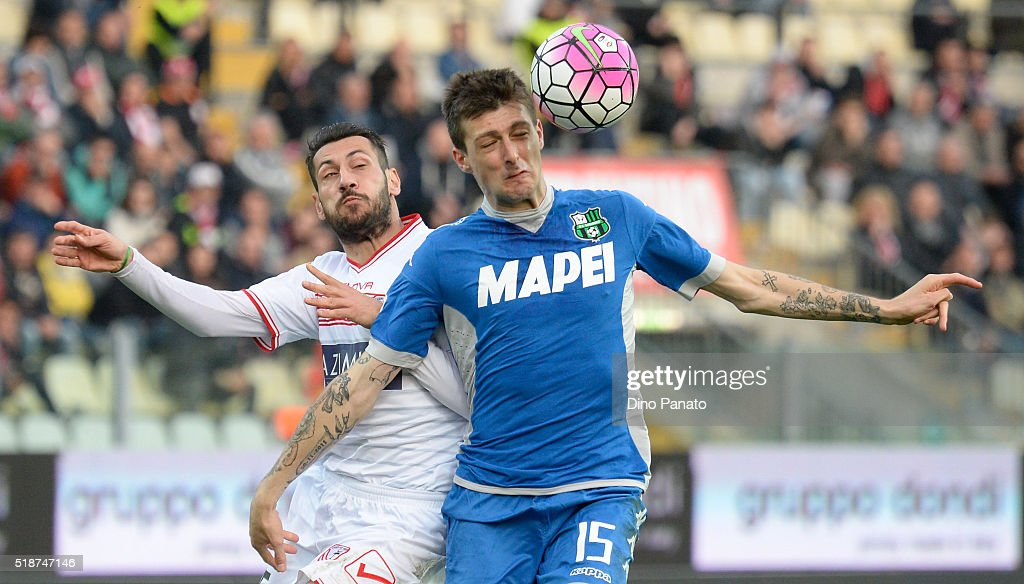 Matteo Mancosu (L) of Carpi FC competes with Francesco Acerbi of US Sassuolo during the Serie A match between Carpi FC and US Sassuolo Calcio at Alberto Braglia Stadium on April 2, 2016 in Modena, Italy.