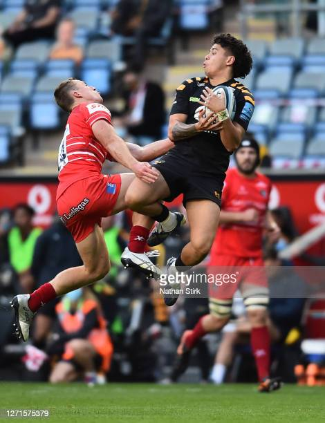 Matteo Minozzi of Wasps and Harry Potter of Leicester Tigers compete for the ball during the Gallagher Premiership Rugby match between Wasps and...