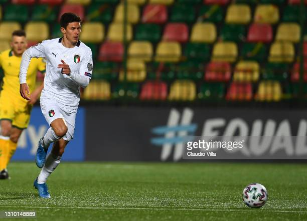 Matteo Pessina of Italy in action during the FIFA World Cup 2022 Qatar qualifying match between Lithuania and Italy on March 31, 2021 in Vilnius,...