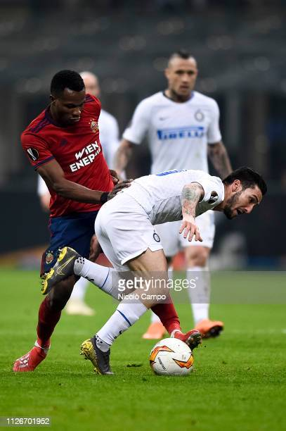 Matteo Politano of FC Internazionale competes for the ball with Boli BolingoliMbombo of SK Rapid Wien during the UEFA Europa League round of 32...