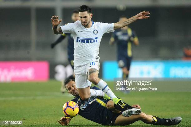 Matteo Politano of FC Internazionale in action during the Serie A match between Chievo Verona and FC Internazionale at Stadio Marc'Antonio Bentegodi...
