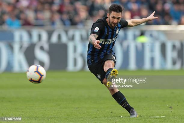 Matteo Politano of FC Internazionale kicks the ball during the Serie A match between FC Internazionale and SPAL at Stadio Giuseppe Meazza on March 10...