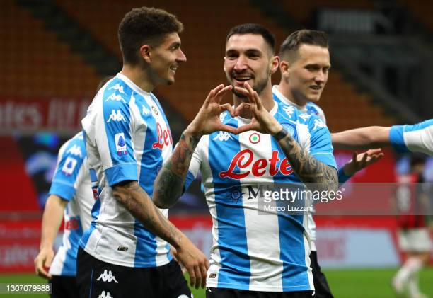Matteo Politano of Napoli celebrates after scoring their side's first goal during the Serie A match between AC Milan and SSC Napoli at Stadio...