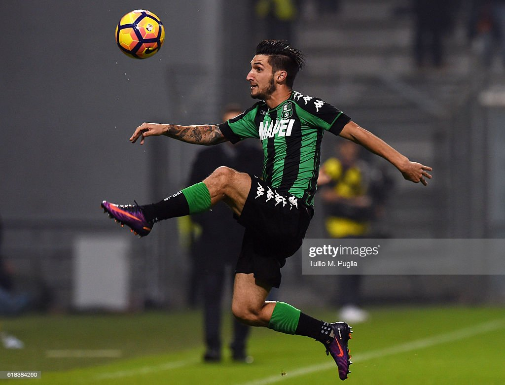 Matteo Politano of Sassuolo in action during the Serie A match between US Sassuolo and AS Roma at Mapei Stadium - Citta' del Tricolore on October 26, 2016 in Reggio nell'Emilia, Italy.