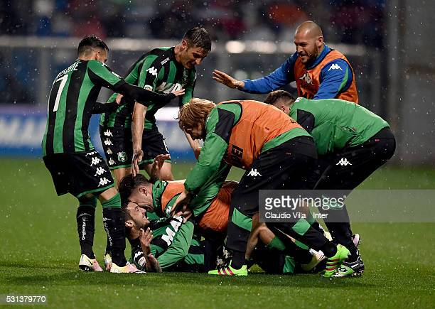 Matteo Politano of US Sassuolo Calcio celebrates after scoring the opening goal during the Serie A match between US Sassuolo Calcio and FC...