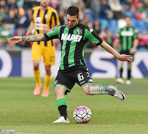 Matteo Politano of US Sassuolo Calcio in action during the Serie A match between US Sassuolo Calcio and Hellas Verona FC at Mapei Stadium Citt����...
