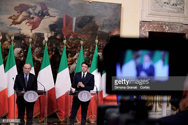 Matteo Renzi and the Minister Pier Carlo Padoan illustrate to the press the law on the State Budget Bill for the financial year 2017 and for the...